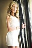 Blonde sexy Frauenaufstellung. Lizenzfreies Stockfoto