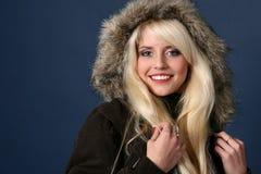 Blonde 'sexy' na obscuridade - fundo azul Foto de Stock Royalty Free