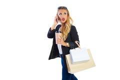 Blonde shopaholic Frau Taschen und Smartphone Lizenzfreies Stockbild