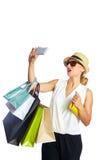 Blonde shopaholic Frau Taschen und Smartphone Lizenzfreie Stockfotos