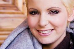 Blonde sonriente de los jóvenes Imagenes de archivo