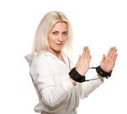 Blonde sportliche Frau mit Eignungsband Lizenzfreie Stockfotografie