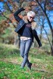 Blonde Stellung der Herbstnatur Stockfotografie