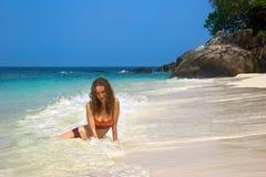 Blonde sulla spiaggia Immagine Stock