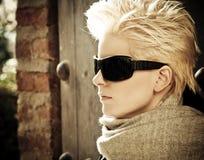 blonde sunglasses wearing young Στοκ εικόνες με δικαίωμα ελεύθερης χρήσης