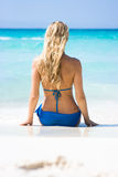 Blonde sur la plage Photographie stock