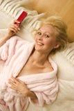 Blonde sur le bâti photo libre de droits