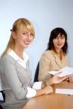 Blonde und Brunettefrauen Lizenzfreies Stockbild
