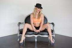 Blonde und sexy Frau mit einem Hut Lizenzfreie Stockfotografie