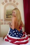 Blonde und US-Markierungsfahne Lizenzfreies Stockbild