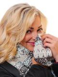 Blonde vorbildliche Aufstellung mit Schal Lizenzfreie Stockfotos