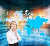 Blonde vrouw, bedrijfspictogrammen en wereldkaart Stock Fotografie