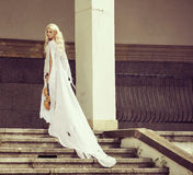 Blonde vrouw met de viool Royalty-vrije Stock Afbeelding