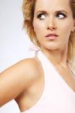 Blonde vrouw met lang haar. Stock Foto