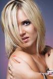 Blonde vrouw met lang haar. royalty-vrije stock afbeelding