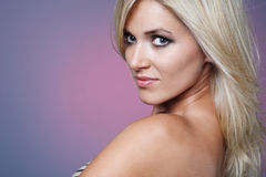 Blonde vrouw met lang haar. royalty-vrije stock fotografie