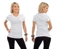 Blonde vrouw met leeg wit overhemd Stock Fotografie
