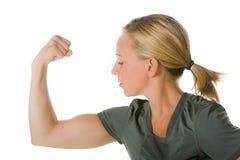 Blonde vrouw met spieren royalty-vrije stock foto