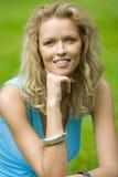 Blonde vrouw van Smilling Stock Afbeeldingen