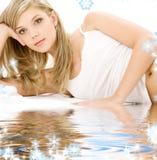 Blonde in wit katoenen ondergoed Royalty-vrije Stock Afbeelding