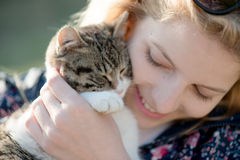Blonde woman play with cute cat Royalty Free Stock Images