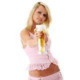 Blonde y cerveza atractive jovenes Fotografía de archivo libre de regalías