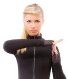 Blonde in zwarte kleren blind stock afbeeldingen
