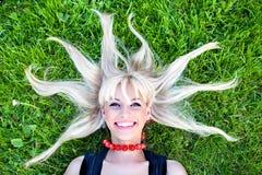 blondeon χλόη Στοκ Φωτογραφίες
