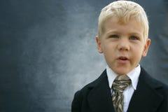 Blonder durchdachter Geschäftsjunge Stockbild