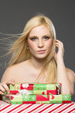 Blonder Feiertags-Käufer Stockfoto