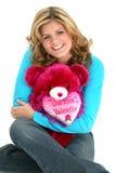 Blonder Frauen-Valentinsgruß-Bär stockfotos
