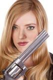 Blonder Hauptschuß mit Gewehr Lizenzfreies Stockbild