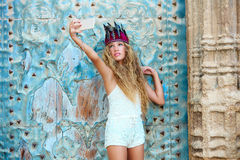 Blonder jugendlich Mädchentourist in der alten Mittelmeerstadt Lizenzfreies Stockfoto