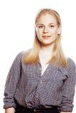 Blonder Jugendlicher des jungen hübschen Mädchens auf Weiß lokalisierte das blonde glückliche Lächeln, Lebensstilleutekonzept Stockbild