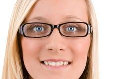 Blonder Jugendlicher mit Gläsern Lizenzfreie Stockfotos