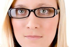 Blonder Jugendlicher mit Gläsern Stockbilder