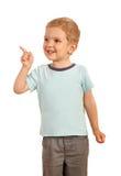 Blonder Junge, der Finger auf die Seite zeigt Lizenzfreies Stockfoto