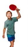 Blonder Junge, der Tischtennis-Vorhand topspin spielt Lizenzfreie Stockfotos