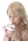 Blonder junge Frauen-trinkender Kaffee Stockfotos