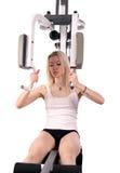 Blonder junger Erwachsener an der Eignunggymnastik Stockfotos