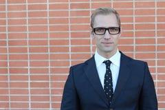 Blonder junger Mann in den Gläsern mit Kopienraum Lizenzfreies Stockfoto