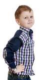 Blonder kleiner Junge in einem karierten Hemd Stockfoto