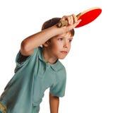 Blonder Klingeln pong Mannjunge, der Tischtennis spielt Lizenzfreie Stockfotos