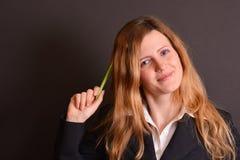 Blonder Lehrer in einer Klasse Stockfoto