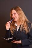 Blonder Lehrer in einer Klasse Lizenzfreie Stockfotografie