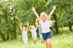 Blonder Mädchenbeifall glücklich Lizenzfreie Stockfotografie