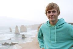 Blonder Mann mit Kapuzenpulli Stockbilder