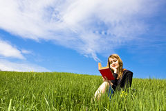 Blonder Messwert auf Gras Stockfoto