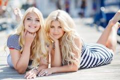 Blonder naher Yachtclub zwei Lizenzfreie Stockbilder