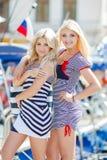 Blonder naher Yachtclub zwei Lizenzfreies Stockfoto